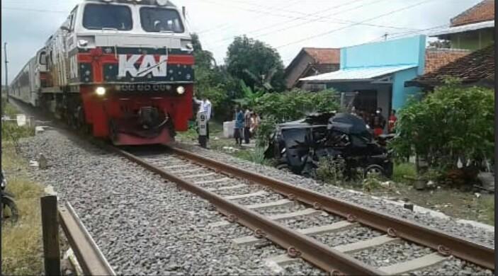 tegal kereta api
