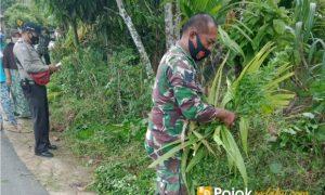 babinsa bersama warga bersihkan kampung