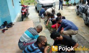 kerja bakti mahasiswa papua